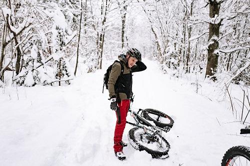 rebike1-mit-dem-E-Bike-im-Schnee